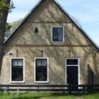 Commandeurshuizen met muizentandjes en tegels op Ameland