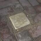 Stolpersteine of Struikelstenen - gedenkstenen in de straat