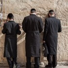 Kleding orthodoxe Joden: jassen, hoeden, jurken, rokken