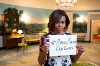 "Michelle Obama: ""Bring back our Girls"" / Bron: Michelle Obama, Office of the First Lady, Wikimedia Commons (Publiek domein)"